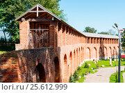 Стена Смоленской крепости (2016 год). Редакционное фото, фотограф Александр Щепин / Фотобанк Лори