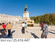 Купить «Monumento a Felipe IV, Plaza de Ote, 28013 Madrid, Испания», эксклюзивное фото № 25616447, снято 5 октября 2012 г. (c) Владимир Чинин / Фотобанк Лори