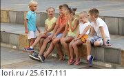 Купить «Group of children sitting on bench», видеоролик № 25617111, снято 20 сентября 2016 г. (c) Яков Филимонов / Фотобанк Лори