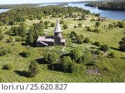 Церковь на острове на озере Сандал в Карелии с высоты. Стоковое фото, фотограф Потехин Сергей / Фотобанк Лори