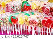 Купить «Разноцветные леденцы на палочках», фото № 25625747, снято 26 февраля 2017 г. (c) Елена Коромыслова / Фотобанк Лори