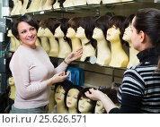 Купить «Women buying modern periwigs», фото № 25626571, снято 20 апреля 2019 г. (c) Яков Филимонов / Фотобанк Лори