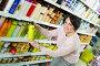 Brunette selecting bottle of shampoo, фото № 25626579, снято 1 марта 2017 г. (c) Яков Филимонов / Фотобанк Лори