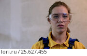 Купить «Female painter in blue coveralls wearing safety glasses and showing thumbs up», видеоролик № 25627455, снято 25 октября 2016 г. (c) Pavel Biryukov / Фотобанк Лори