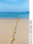Купить «Тропический песчаный пляж и белые яхты в море. Королевство Таиланд, провинция Краби, полуостров Рейли, пляж Railay West Beach», фото № 25628103, снято 30 января 2017 г. (c) Владимир Сергеев / Фотобанк Лори