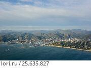 Купить «Вид на город Туапсе и Черное море с воздуха», фото № 25635827, снято 1 ноября 2015 г. (c) Виктор Затолокин/Victor Zatolokin / Фотобанк Лори