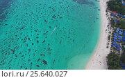 Aerial view on tropical Ko Lipe island in Thailand (2017 год). Стоковое видео, видеограф Михаил Коханчиков / Фотобанк Лори