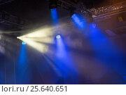 Купить «Сценические огни. Софиты. Концертное освещение», фото № 25640651, снято 26 февраля 2016 г. (c) Евгений Ткачёв / Фотобанк Лори