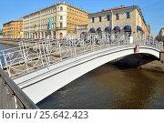 Купить «Санкт-Петербург. Мучной мост через канал Грибоедова крупным планом летом в солнечный день», фото № 25642423, снято 1 июня 2016 г. (c) Максим Мицун / Фотобанк Лори