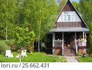Купить «Двухэтажный загородный дом на лесном участке, весна», фото № 25662431, снято 22 мая 2016 г. (c) Наталия Шевченко / Фотобанк Лори