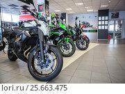 Купить «Мотосалон с новыми мотоциклами», фото № 25663475, снято 22 февраля 2017 г. (c) Кекяляйнен Андрей / Фотобанк Лори