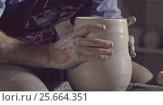 Купить «Master models a ceramic vase», видеоролик № 25664351, снято 2 марта 2017 г. (c) Raev Denis / Фотобанк Лори