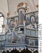 Богато украшенный орган в церкви  женского бенедиктинского монастыре Lune (Benediktinerinnen Kloster Lune) в Люнебурге, Германия (2015 год). Стоковое фото, фотограф Наталья Николаева / Фотобанк Лори