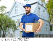 Купить «happy delivery man with parcel box over house», фото № 25705827, снято 3 декабря 2016 г. (c) Syda Productions / Фотобанк Лори