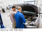Купить «auto mechanic and man or car owner at workshop», фото № 25706923, снято 1 июля 2016 г. (c) Syda Productions / Фотобанк Лори
