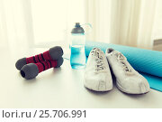 Купить «close up of bottle, dumbbells, sneakers and mat», фото № 25706991, снято 15 октября 2015 г. (c) Syda Productions / Фотобанк Лори
