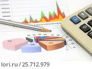 Купить «Графики, диаграммы, калькулятор и карандаш», эксклюзивное фото № 25712979, снято 14 марта 2016 г. (c) Юрий Морозов / Фотобанк Лори