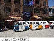 Tuk Tuk taxi cars in a raw in a street of Coroico, Bolivia, South America (2013 год). Редакционное фото, фотограф Жукова Юлия / Фотобанк Лори