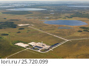 Oil rig on swamp, aerial view, фото № 25720099, снято 21 июня 2015 г. (c) Владимир Мельников / Фотобанк Лори