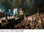 Концерт немецкой группы Bonaparte в клубе А2 (2013 год). Редакционное фото, фотограф Ольга Визави / Фотобанк Лори