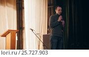 Купить «The narrator on stage will present a program of construction and speaking to audience at seminar», видеоролик № 25727903, снято 23 мая 2019 г. (c) Константин Шишкин / Фотобанк Лори