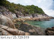 Купить «Malaysian Island.  smaller island north west of Perhentian Kecil», фото № 25729019, снято 29 марта 2014 г. (c) Evgenii Mitroshin / Фотобанк Лори