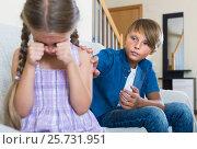 Купить «Teenage boy and little girl quarrelling at home», фото № 25731951, снято 12 июля 2020 г. (c) Яков Филимонов / Фотобанк Лори