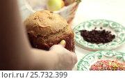 Купить «The girl puts on the table the blank for the Easter cake. Home-made bread.», видеоролик № 25732399, снято 8 марта 2017 г. (c) Dmitry Chapurin / Фотобанк Лори