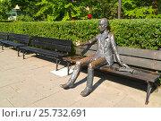Купить «Скульптура студента перед зданием Варшавского университета. Польша», фото № 25732691, снято 23 августа 2014 г. (c) Ирина Борсученко / Фотобанк Лори