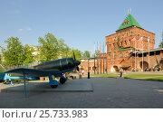Купить «Дмитриевская башня и самолет Ла-7 в Нижегородском Кремле», фото № 25733983, снято 11 мая 2016 г. (c) Денис Ларкин / Фотобанк Лори