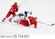 MOSCOW, RUSSIA - SEPTEMBER 27, 2016: A. Vasilyev (10) and R. Lyuduchin (88) fall down on hockey game Spartak vs Ugra on Russia KHL championship on September 27, 2016, in Moscow, Russia. Ugra won 3:2. Редакционное фото, фотограф Alexander Mirt / Фотобанк Лори