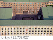 Купить «Pyongyang, North Korea, office building with image of Kim Il-Sung on the facade», фото № 25738027, снято 8 августа 2012 г. (c) Caro Photoagency / Фотобанк Лори