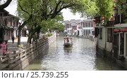 Купить «Китай, Шанхай. Древний город Zhujiajiao, Китайская Венеция», видеоролик № 25739255, снято 10 апреля 2016 г. (c) Андрей Пожарский / Фотобанк Лори