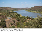 Купить «The river Rio Guadiana on the Border of portugal and Spain neat the town of Alcoutim at the east Algarve in the south of Portugal in Europe.», фото № 25746003, снято 4 июля 2020 г. (c) age Fotostock / Фотобанк Лори