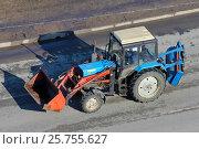 Купить «Трактор Belarus 82.1 с навесным оборудованием», эксклюзивное фото № 25755627, снято 14 марта 2017 г. (c) Александр Тарасенков / Фотобанк Лори