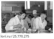 Купить «Студенты первого курса медицинского института на занятиях на кафедре неорганической химии (1986 год), Витебск, Беларусь», фото № 25770275, снято 23 мая 2019 г. (c) Ольга Коцюба / Фотобанк Лори