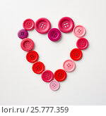 Купить «heart shape of sewing buttons», фото № 25777359, снято 29 сентября 2016 г. (c) Syda Productions / Фотобанк Лори