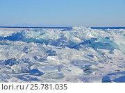 Купить «Озеро Байкал, ледяные торосы в солнечный мартовский день», фото № 25781035, снято 6 июня 2020 г. (c) Овчинникова Ирина / Фотобанк Лори