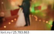 Купить «The bride and groom dance a slow dance among the burning candles in the shape of the heart», видеоролик № 25783863, снято 11 марта 2017 г. (c) Mikhail Davidovich / Фотобанк Лори
