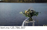Купить «Bridal bouquet near lake», видеоролик № 25786307, снято 6 февраля 2017 г. (c) Алексей Макаров / Фотобанк Лори