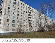 Купить «Девятиэтажный восьмиподъездный панельный жилой дом серии II-49Д, построен в 1969 году. Погонный проезд, 23, корпус 1. Район Богородское. Москва», эксклюзивное фото № 25786519, снято 10 марта 2017 г. (c) lana1501 / Фотобанк Лори