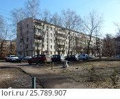 Купить «Пятиэтажный шестиподъездный панельный жилой дом серии I-515/5м, построен в 1965 году. Токарная улица, 12. Район Богородское. Москва», эксклюзивное фото № 25789907, снято 10 марта 2017 г. (c) lana1501 / Фотобанк Лори