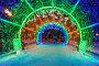 Трубная площадь в преддверии нового года. Праздничные световые композиции на улицах Москвы. Световой тоннель, фото № 25790979, снято 17 декабря 2016 г. (c) Игорь Рожков / Фотобанк Лори