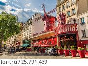 Купить «Moulin Rouge», фото № 25791439, снято 19 мая 2016 г. (c) Андрей Андронов / Фотобанк Лори