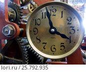 Large rusty ancient church clock mechanism (2015 год). Стоковое фото, фотограф Maxim Tarasyugin / Фотобанк Лори
