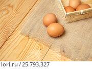 Купить «Куриные яйца», фото № 25793327, снято 19 марта 2017 г. (c) Иван Карпов / Фотобанк Лори