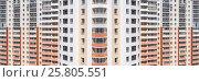 Панорама фасада жилого высотного многоквартирного дома. Стоковое фото, фотограф Сергеев Валерий / Фотобанк Лори