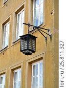 Купить «Декоративный уличный светильник на стене здания. Варшава, Польша», фото № 25811327, снято 23 августа 2014 г. (c) Ирина Борсученко / Фотобанк Лори