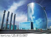 Купить «Пятизвездочный отель W Barcelona на набережной Nova Bocana. Район Барселонета, Барселона. Испания», фото № 25813087, снято 29 сентября 2014 г. (c) Bala-Kate / Фотобанк Лори