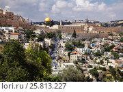Купить «Иерусалим. Вид на стены старого города, мечеть Скалы (Омара), Храмовую гору», фото № 25813227, снято 12 мая 2014 г. (c) Александр Гаценко / Фотобанк Лори